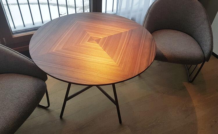 12 Tisch